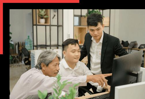 Kiến trúc sư trẻ làm việc với khách hàng tại CityA Homes Đà Nẵng