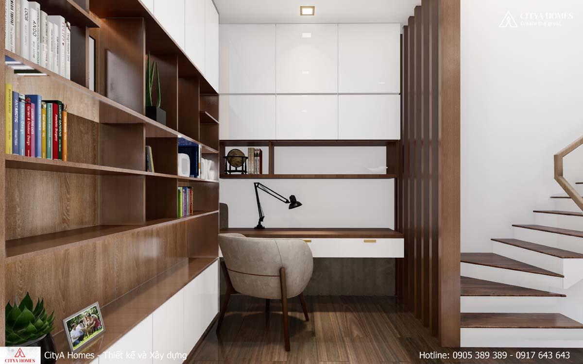 Không gian làm việc được bố trí ngay canh tủ sách