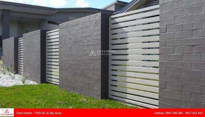 Mẫu tường rào đẹp sử dụng chất liệu gạch kết hợp kim loại 2021 - 2