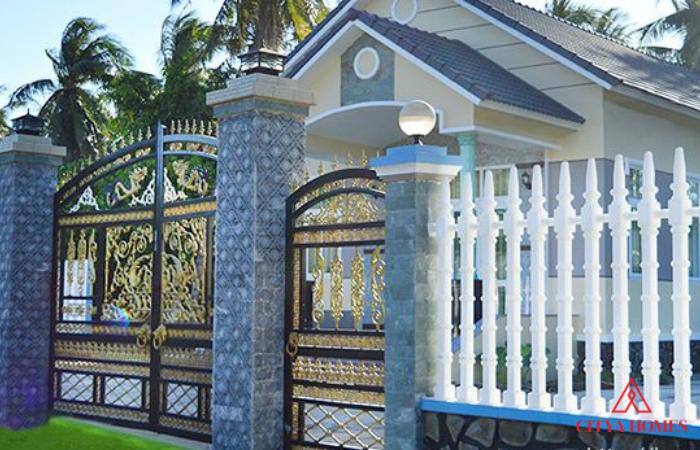 Hàng Rào Sắt Kết Hợp Bê Tông đẹp ở Biệt Thự