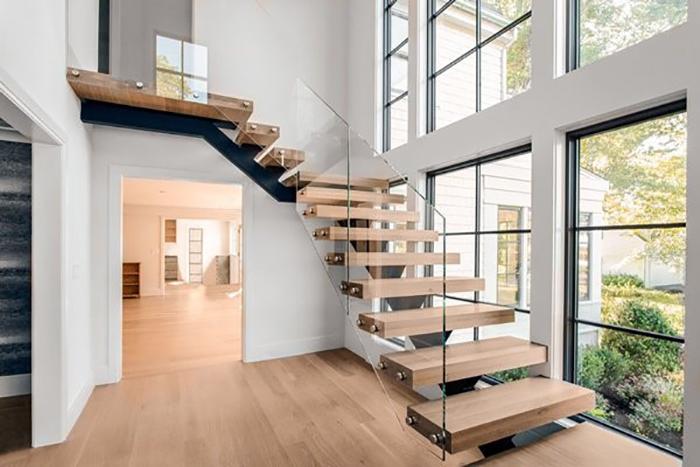 Cầu thang là một bộ phận không thể thiếu với nhà phố cao tầng.